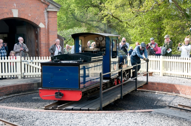 little blue steam train turntable